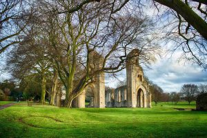 Glastonbury-Abbey-old-oaks-holidays